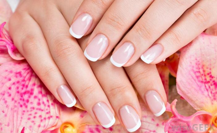 Prisés par les femmes pour dissimuler une manie ou pour apporter une touche additionnelle de féminité, les faux ongles peuvent s'avérer dangereux si vous en faites une utilisation incorrecte.